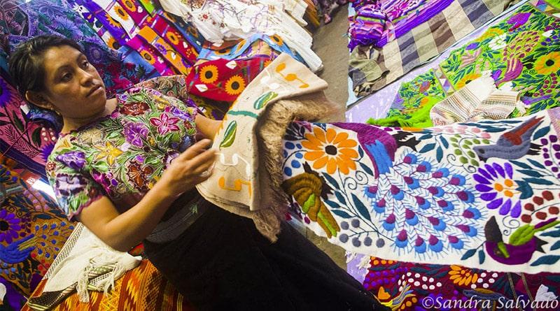Tejedora y Textiles en Zinacantan