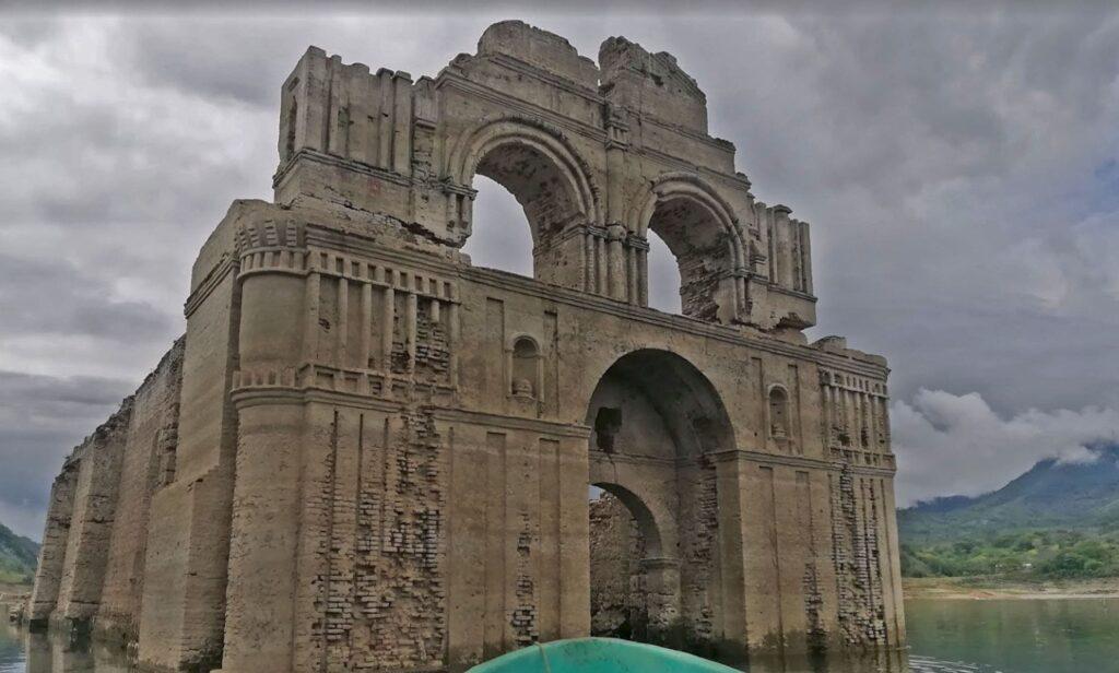 Templo inundado de Quechula Chiapas